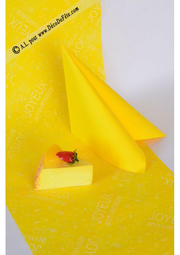10m chemin de table joyeux anniversaire jaune for Chemin de table jaune