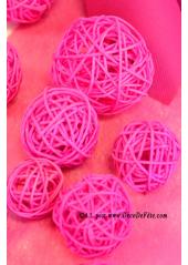 10 boules Rotin fushia