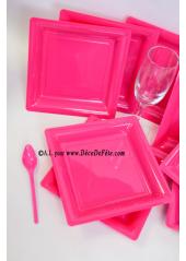 12 Assiettes à dessert plastique carré fushia
