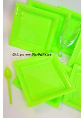 12 Assiettes à dessert plastique carré vert anis