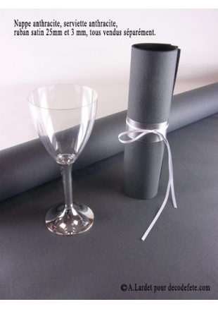 nappe papier gris anthracite table de cuisine. Black Bedroom Furniture Sets. Home Design Ideas
