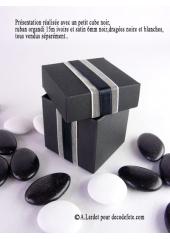 10 petits cubes noir