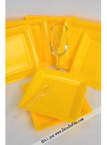 12 Assiettes à dessert plastique carré jaune