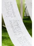 5M Chemin de table JOYEUX anniversaire blanc