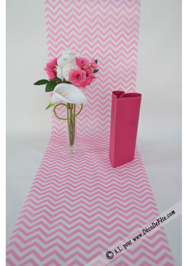 5m chemin de table chevron rose. Black Bedroom Furniture Sets. Home Design Ideas