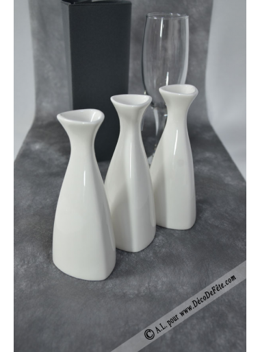 1 vase triangle porcelaine blanche