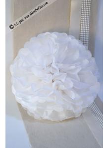 3 fleurs pompons papier blanc 30cm