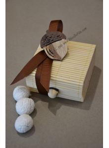 1 boites ivoire DECOREE remplies de dragées noisette