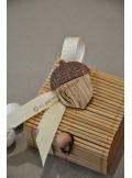 1 boite caramel DECOREE remplies de dragées noisette