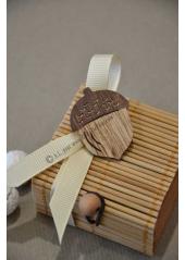 1 boite caramel DECOREE remplie de dragées noisette