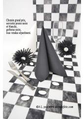 5M Chemin de table CARREAUX noirs