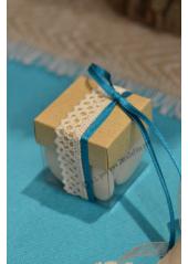 1 boite KRAFT COLETTE décorée remplie de dragées chocolat.