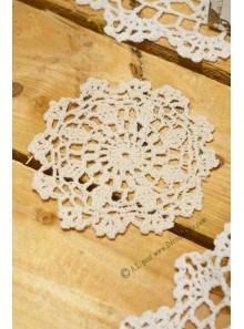 1 napperon crochet 10cm ivoire