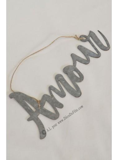 1 Amour en métal à suspendre