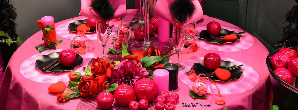 Du glamour à croquer avec ces magnifiques pommes fushia ! Osez le chemin de  table résille noire, et votre décoration de table glamour sera réussie !